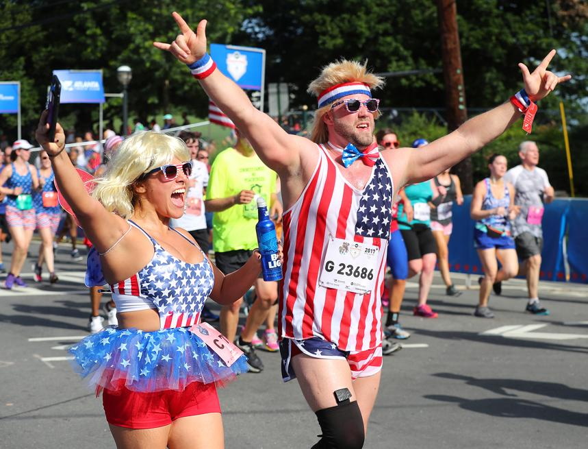 Peachtree Road Race : finish wave AJC Peachtree Road Race