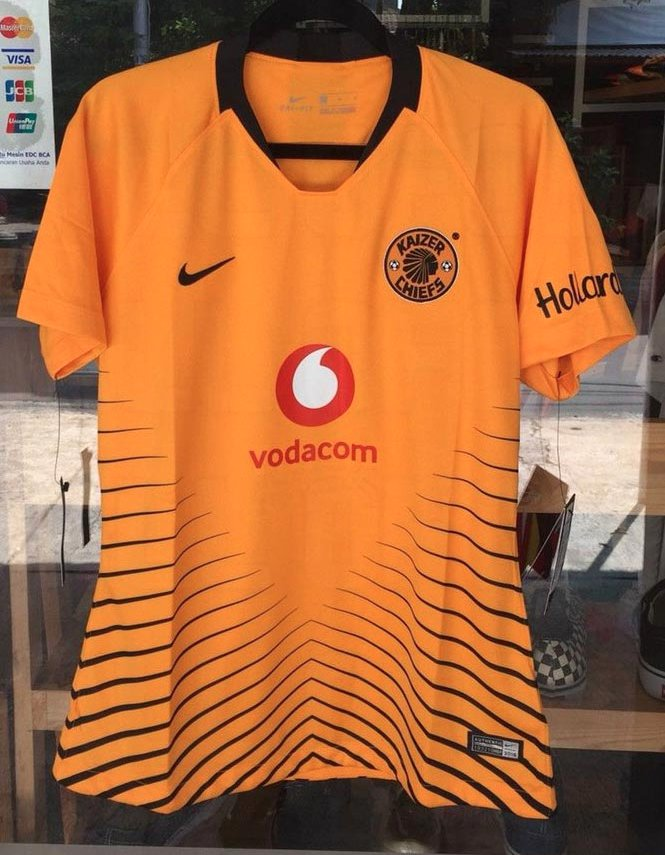 6b8e5e9cb New Kaizer Chiefs 2018 19 home jersey  Do you like    DiskiFanspic.twitter.com 3QsViVO8fY