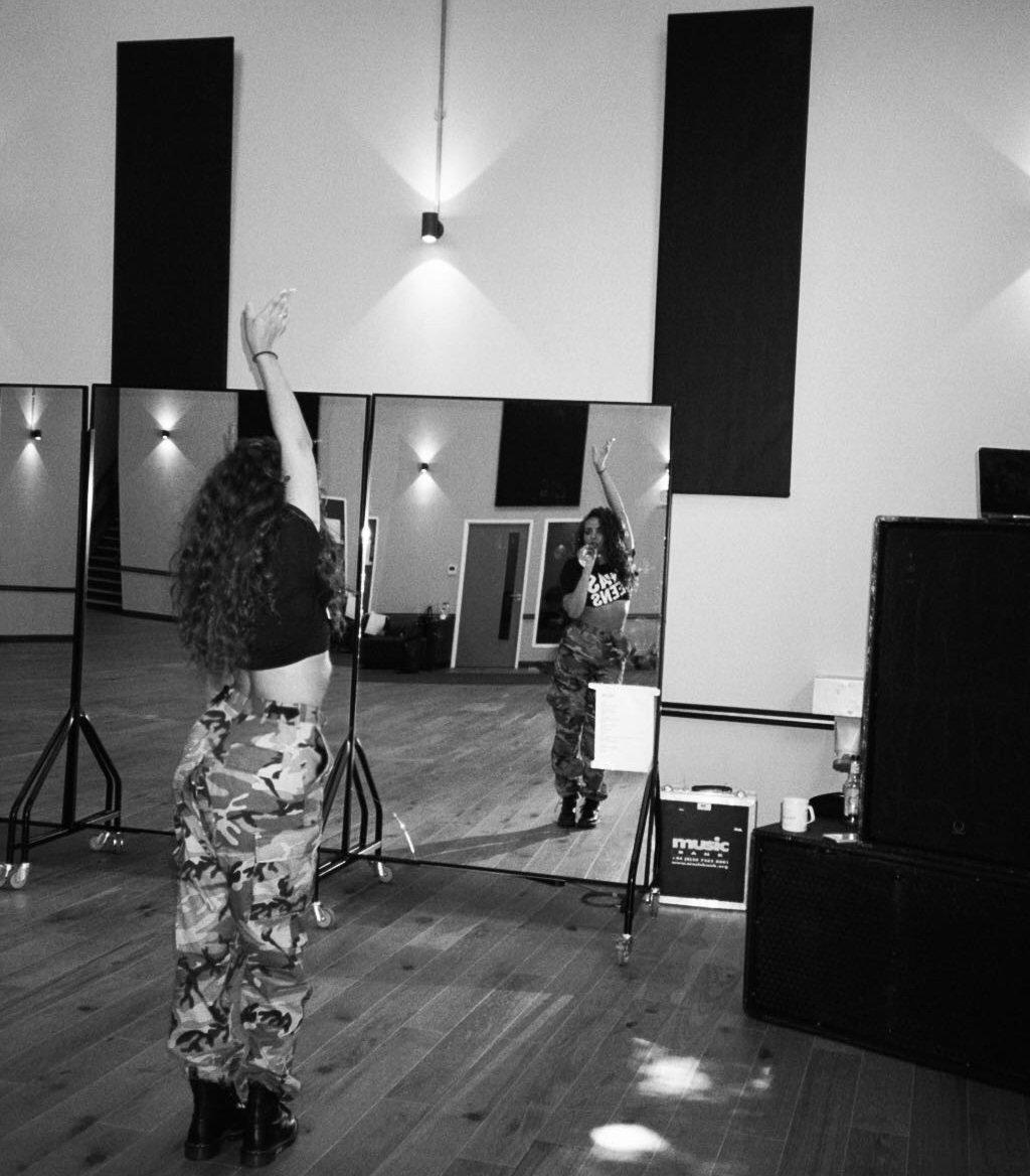 #SummerHitsTour rehearsal for Swansea tonight! 🎤 jade x