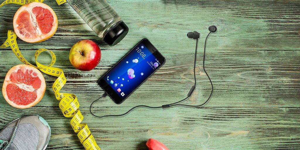 Andamos modo gym ¿Y tú? con #HTCU11 podrás seguir tus rutinas gracias al #SensorHub de seguimiento de ejercicio físico https://t.co/0tXrKxe78N