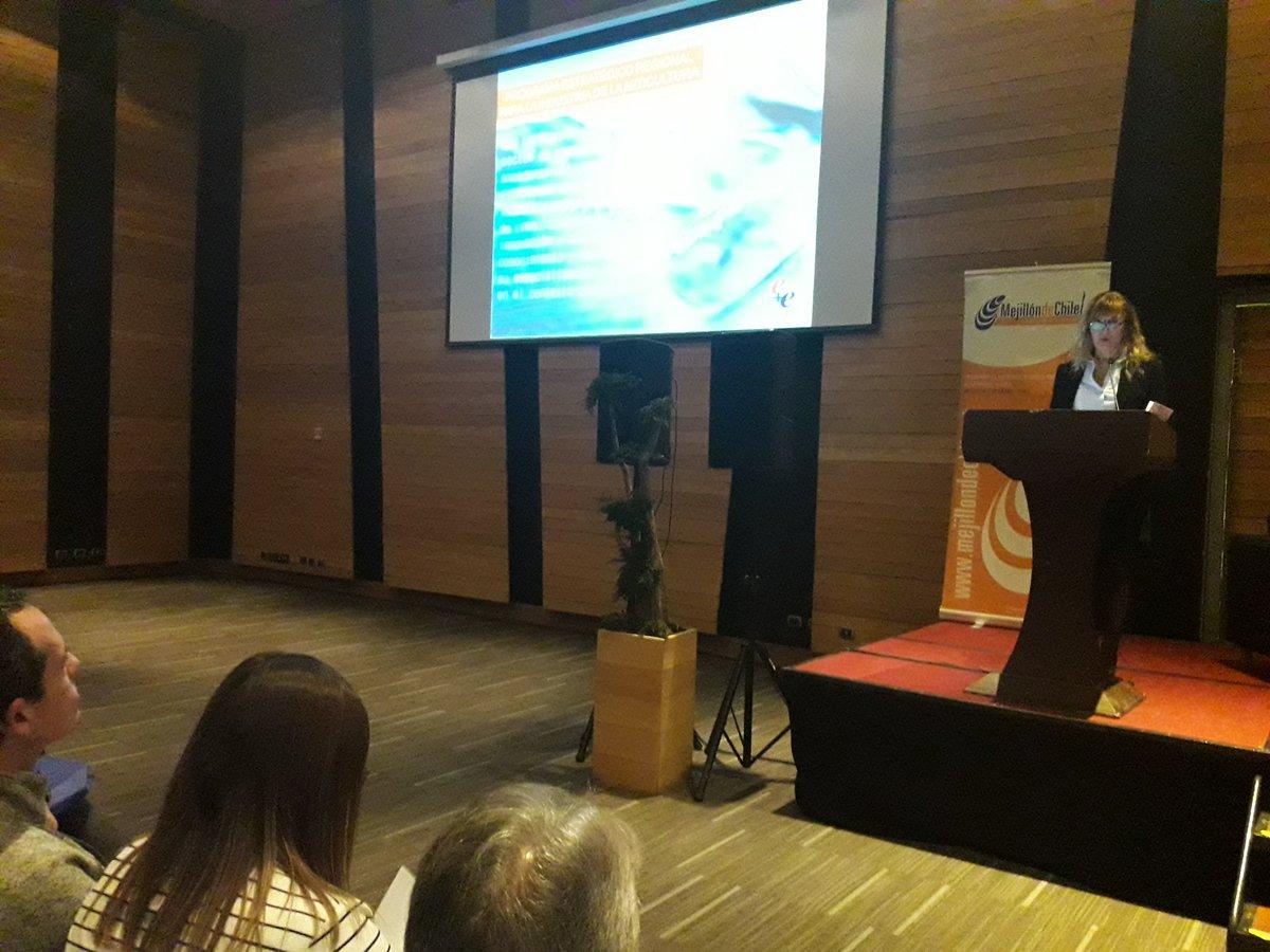 Iniciamos el segundo bloque con los desafíos e innovación en packaging para productos del mar, relatado por Mariana Soto de @CENEM_CHILE, en el #seminario de la #IndustriaDelMejillón https://t.co/qd7pss9TrH