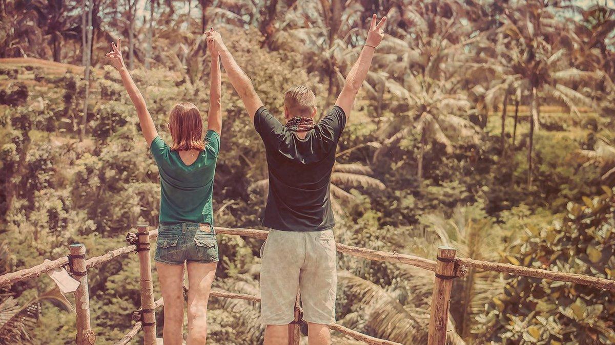 Prendre le temps d'apprécier chaque moment 🙌 #travel #happy #couple #intothewild https://t.co/8k73F4ceqZ
