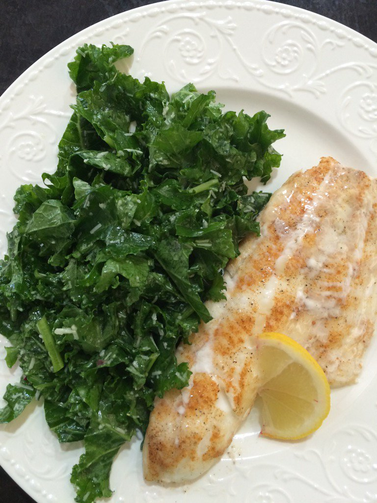 Baked halibut with kale, red onion and Parmesan salad with lemon/olive oil dressing #healthy #lunch https://t.co/MCZDJPmUAJ