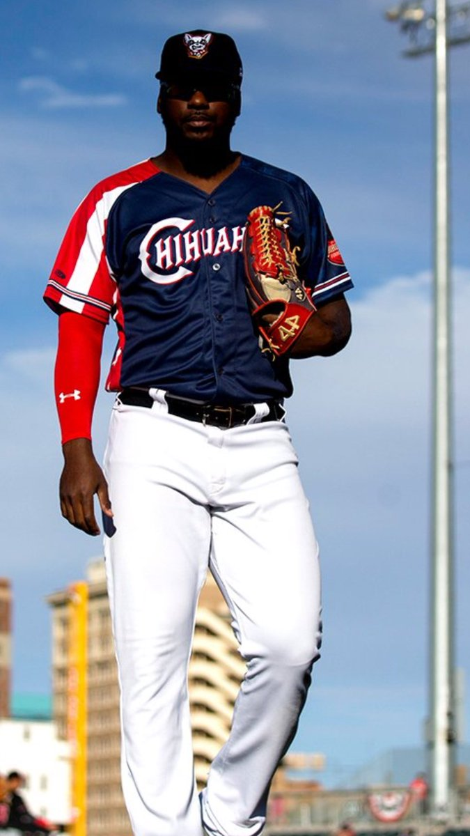 Happy 4th of July everyone!  Be safe out there!   @Padres  @epchihuahuas  @44ProGloves  @TucciLumberBat  @FranklinSports  @NewBalanceUSA  #lamole  #muchoswag