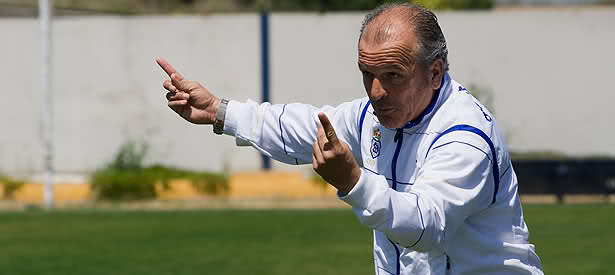 ¡OFICIAL! Paco Amate nuevo entrenador del #CDPinzón. Firma por una temporada con el objetivo de lograr la salvación. @OficialPinzon