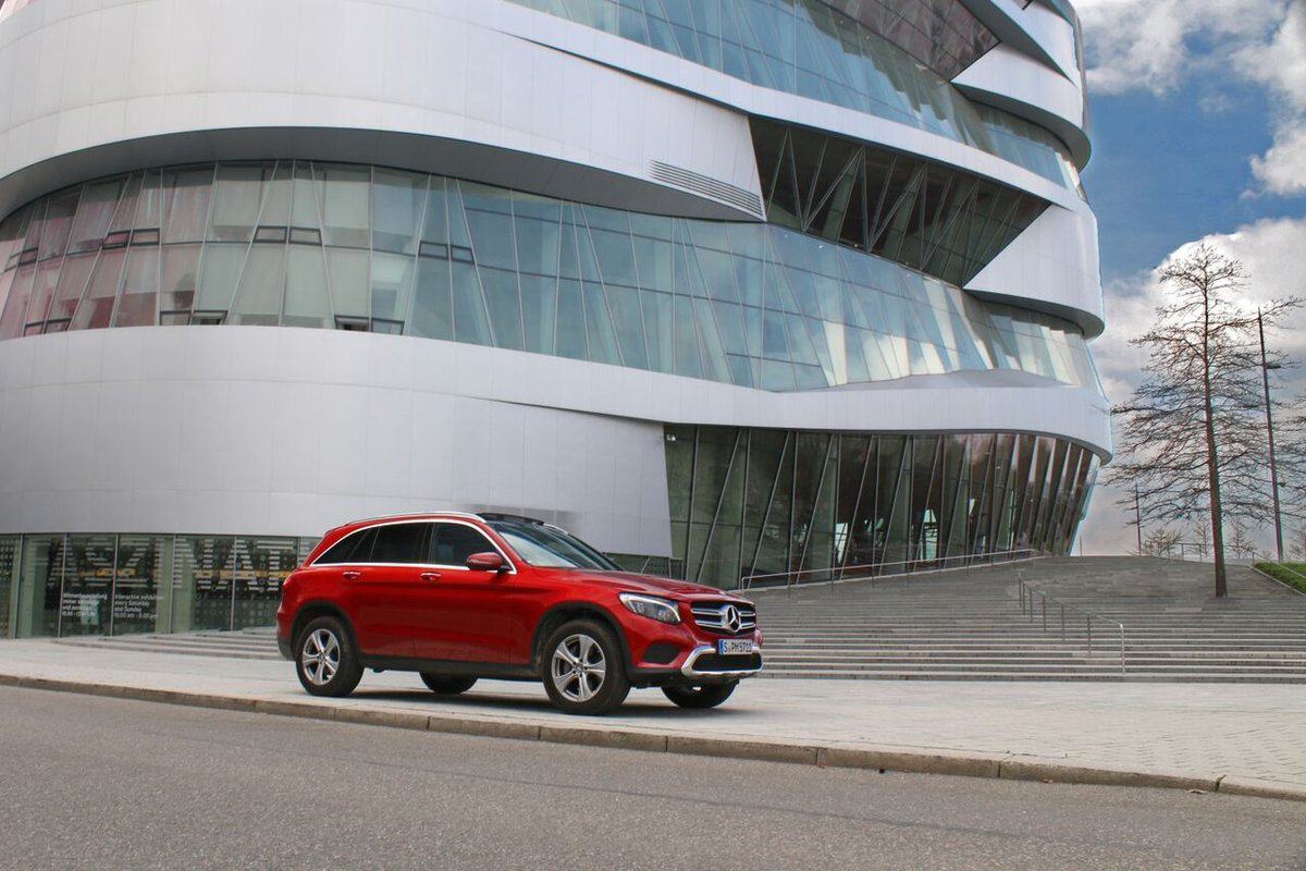 mercedes benz on twitter a fiery color for a powerful suv take a rh twitter com