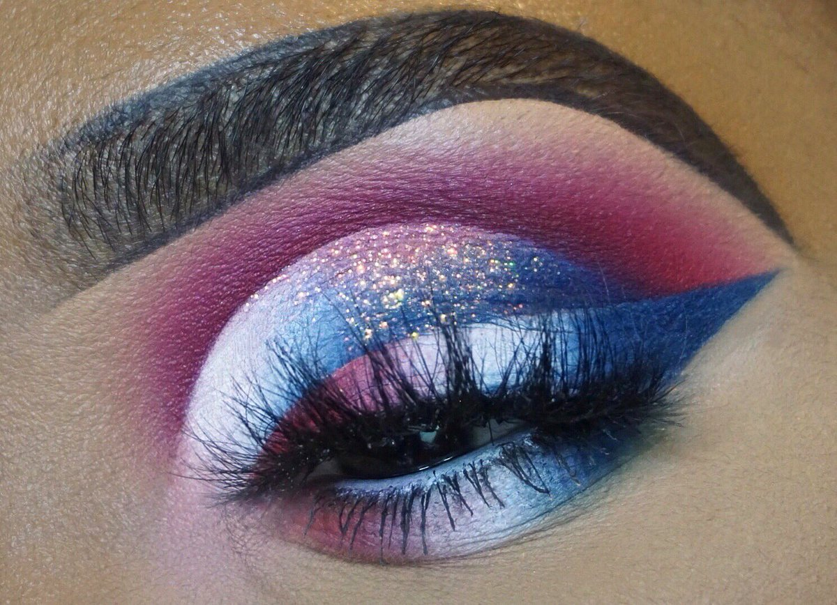 Happy 4th 😍❤️ what is everyone doing today?   @ABHcosmetics @norvina1 dipbrow in ebony  @juviasplace Magic palette  @thecrayoncase Watch me blush palette @plouiseacademy rumor 2 & 5 base