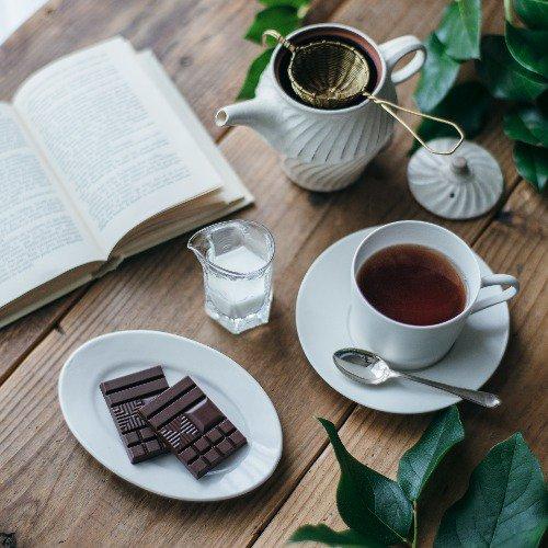 \紅茶×ザ・チョコ/  明治 ザ・チョコレートは紅茶との相性も抜群。 #サニーミルク には、酸味のあるフレーバーティーを合わせると、チョコの甘みが際立ってよく合います。  #thechocolate