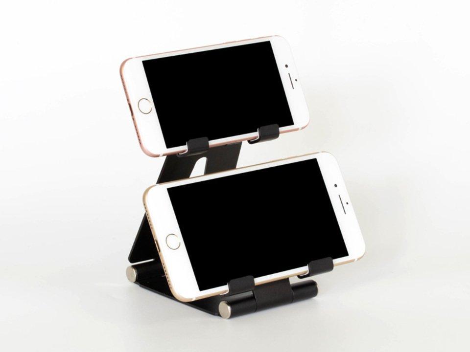 …サブモニタ用? スマホが2台セットできる謎スタンド #スマートフォン #周辺機器グッズ https://t.co/GFirRJ2NnX