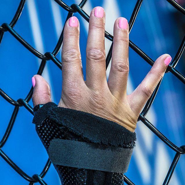 #UFC Fighter Cortney Casey hand#FightersTool desautomatas.com/2018/07/04/ufc…