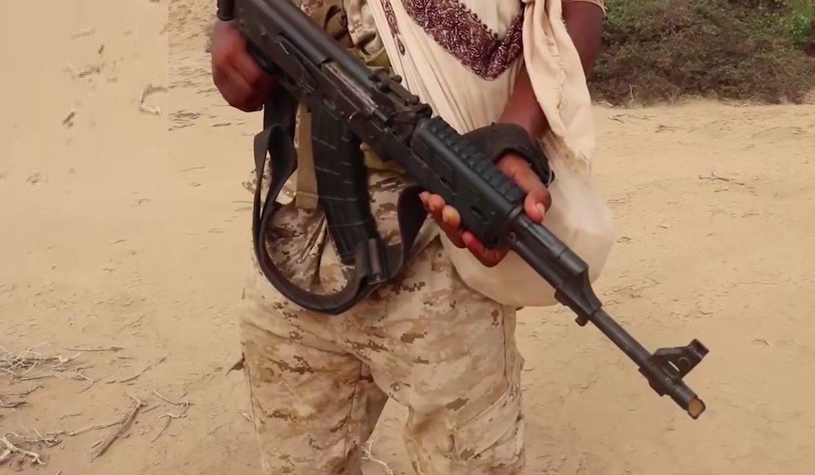 قوات الحكومه اليمنيه الشرعيه تستلم بنادق هجوميه صربيه الصنع نوع M05 E1 DhUt6HlW0AEXqdn