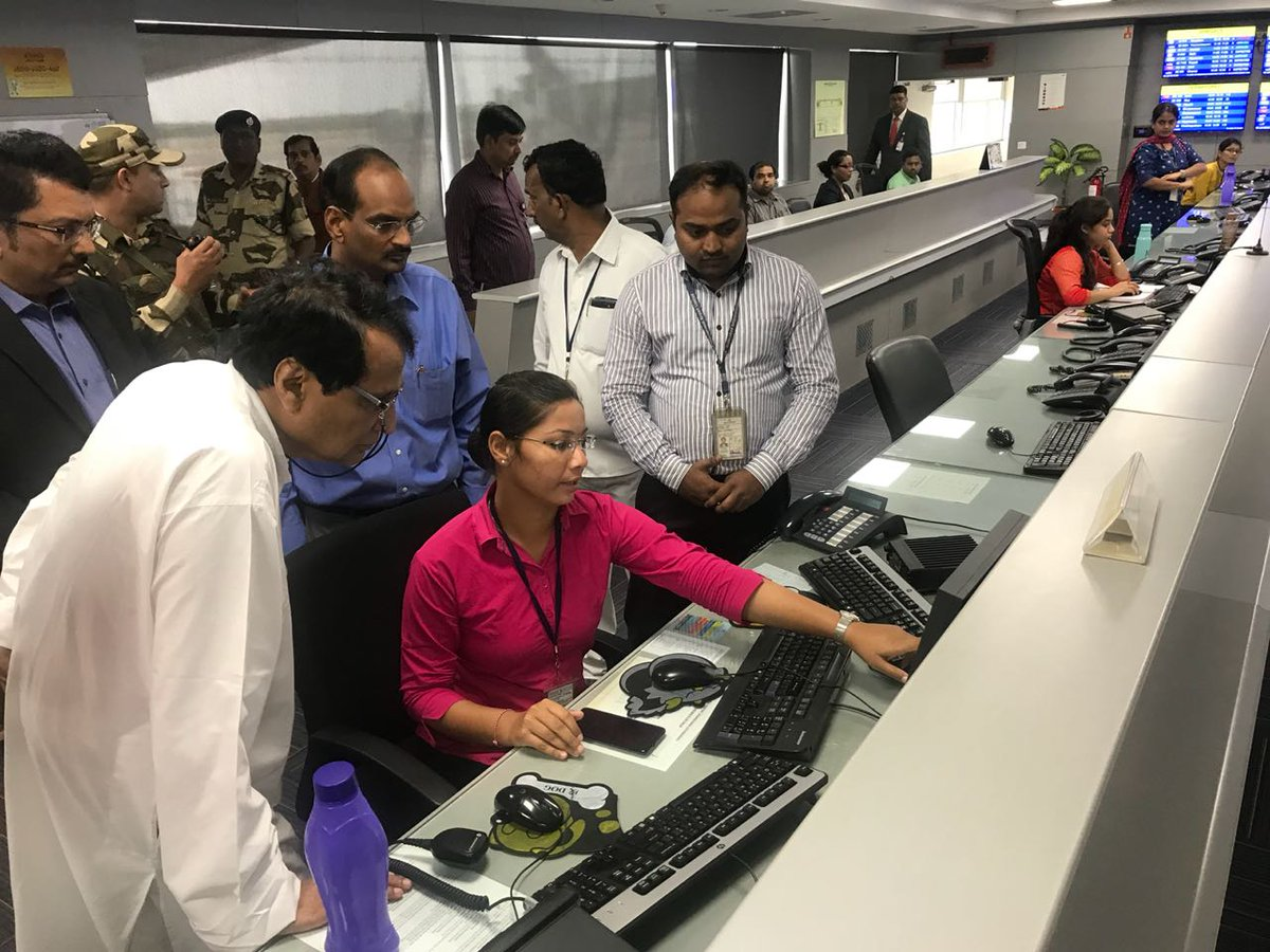 Suresh Prabhu On Twitter Visited The Airport Operations Control Centre Aocc The High Tech Nerve Centre Of Rgiahyd Coordinating All Operations Reviewed Safety Measures And Processes Set In Place Https T Co Cebirgfc3l