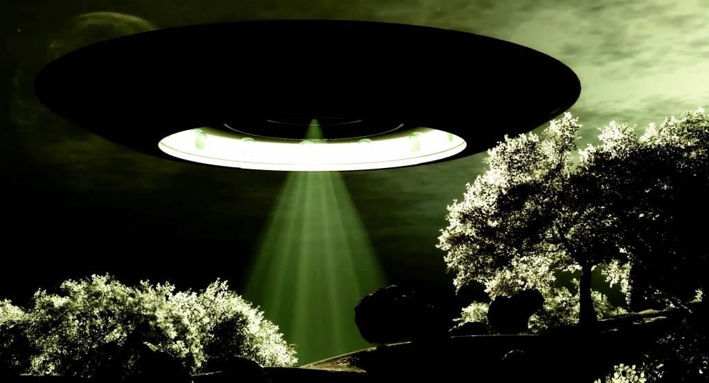 фото отражение настольной лампы нло него находится летняя