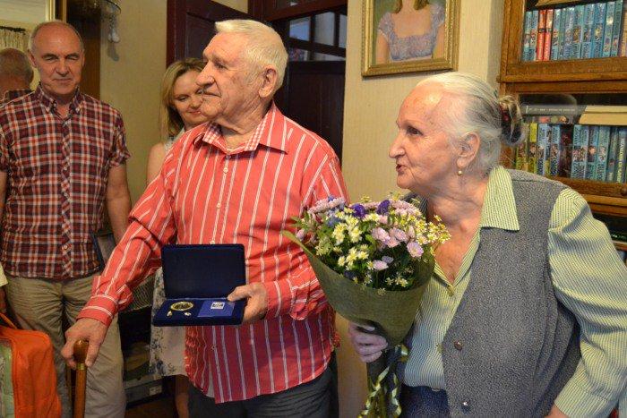 Супругам прожившим в законном браке более 30 лет