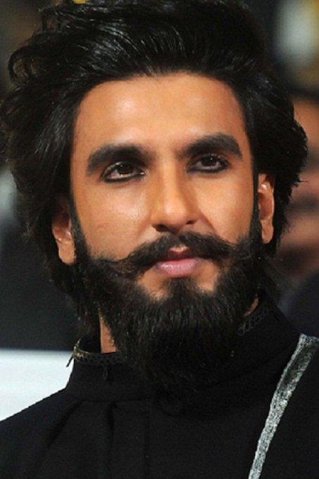 My favorite hero ranveer Singh wish you special day happy birthday