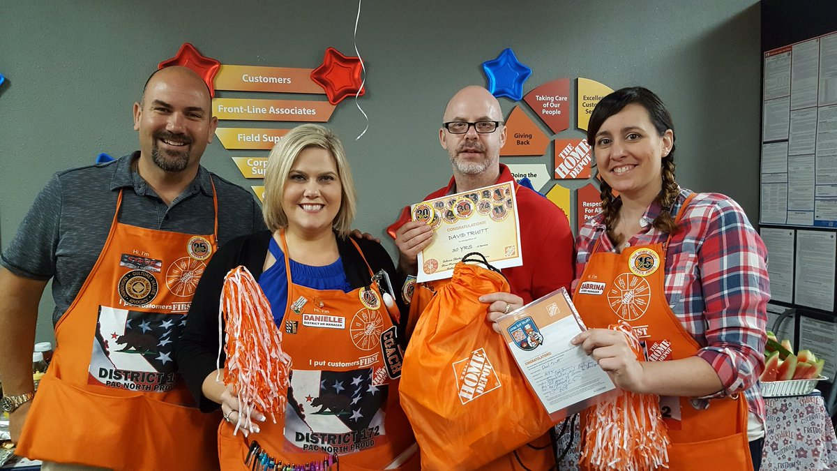 Celebrating Dave for his Amazing 30years of service to HD and our customers! Thank you Dave and Happy Anniversary!!! #30yrs #HDPROUD #Folsomproud #Pacnorthproud #D172Drivenpic.twitter.com/6lvDTWgA0u