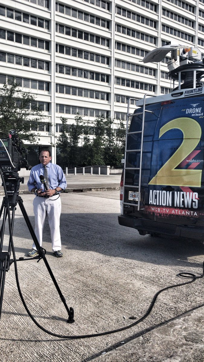 .@wsbtv's @AaronDiamantWSB getting ready to go LIVE in the 6PM show. #StayTuned #Team2 #ATL