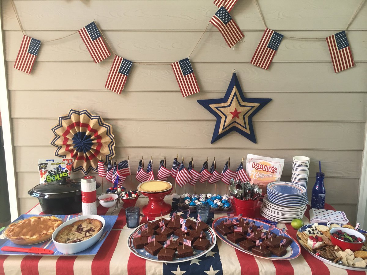 ... Fun 4th Of July Celebration Yesterday! #4thofJuly #tablescape #red  #white And #blue #decor #eventplanner #custom #tablecloths  Pic.twitter.com/tkCbFeAEHn