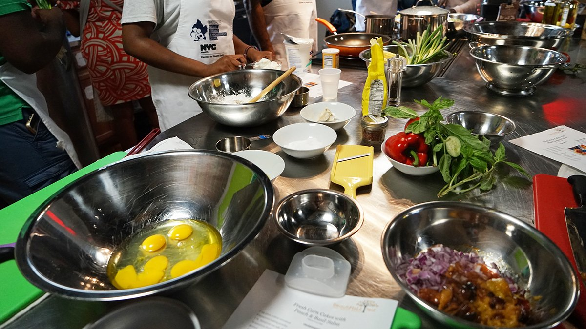 Brooklyn dads: Looking to improve your skills in the kitchen? Our Brooklyn Daddy Iron Chef class in #BedStuy is for you! The next class is Tuesday (7/10). Register: https://t.co/N4hRAZhyw1