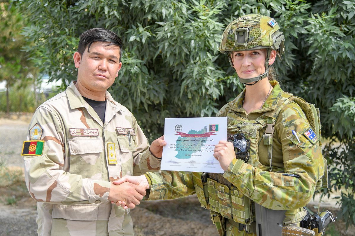.@Aus_AirForce Flight Lieutenant Britt Lovett has presented Afghanistan Air Force personnel with graduation certificates as part of #YourADFs mission, to train, advise, and assist its Afghan partners to develop a professional, capable, and sustainable air force. @ADF_MiddleEast