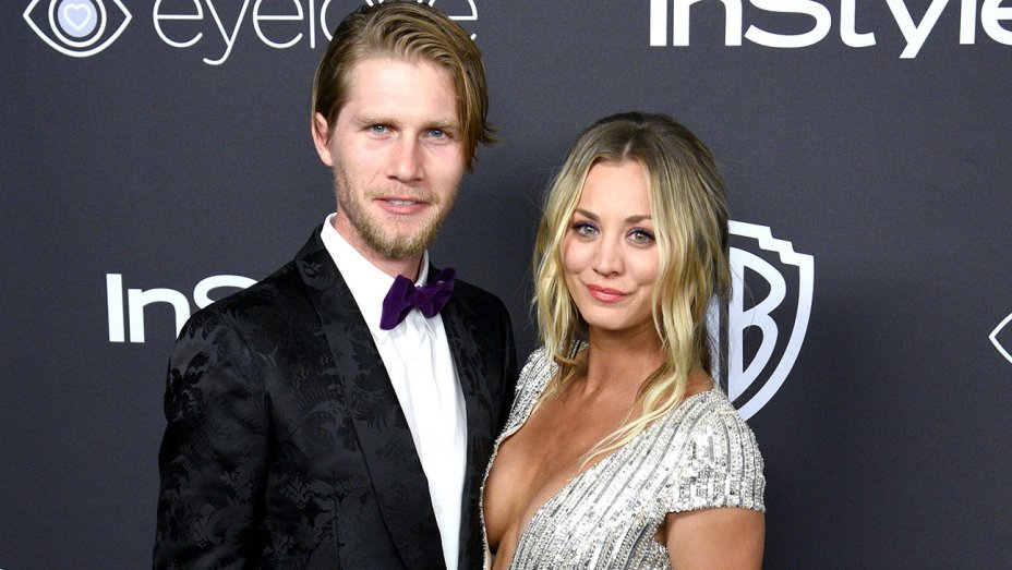 Kaley Cuoco of the #BigBangTheory marries Karl Cook https://t.co/9cCZb5ZmQ2 https://t.co/1N8xShrsbt