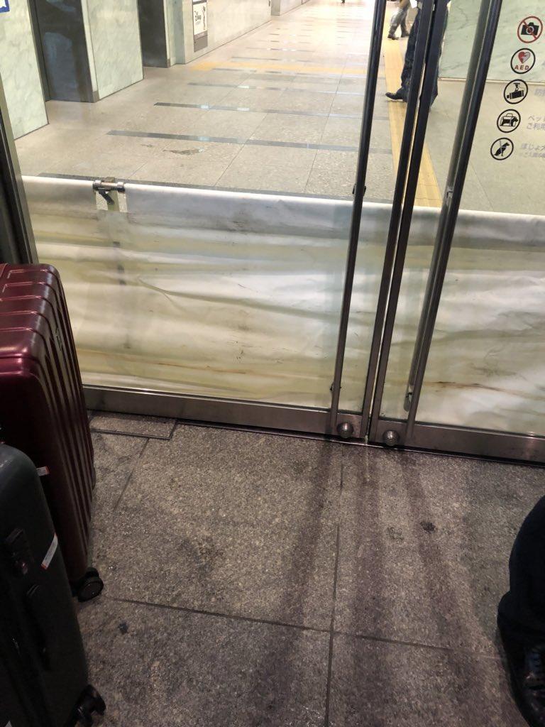 博多駅が本土決戦に備え始めた…出入口の一部が使えなくなってるのでお気をつけください! #博多駅 #大雨