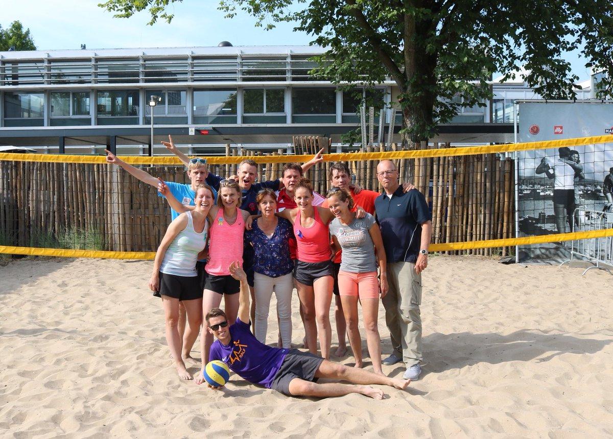 🏐| Om een aantal successen te vieren en een aantal vakanties in te luiden, speelden wij met ons team afgelopen woensdag een potje beachvolleybal bij Strandzuid in Amsterdam. Een geslaagde middag! 🏆