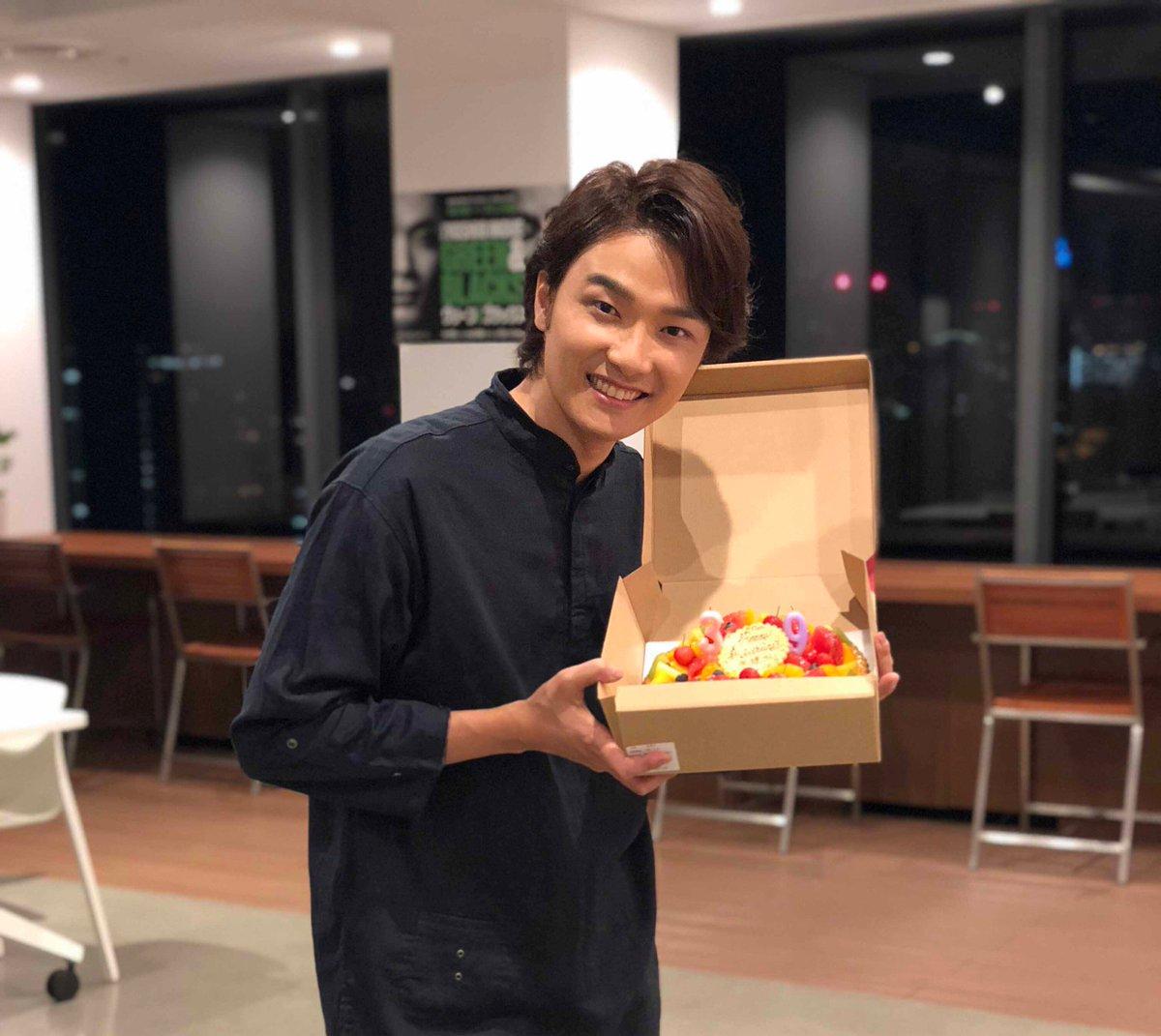 実は昨日、一足先に グリブラ チームで 井上芳雄 さんのお誕生日をお祝いさせていただきました(なぜか