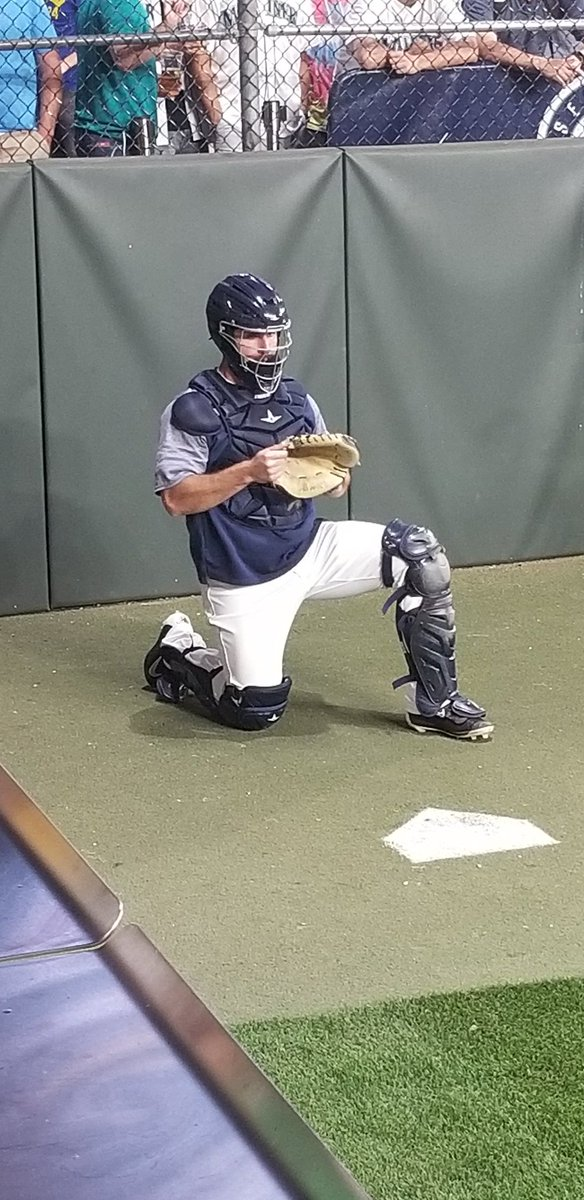 Former #HawaiiBSB catcher David Freitas back up from Triple-A Tacoma working the bullpen for the Mariners tonight.