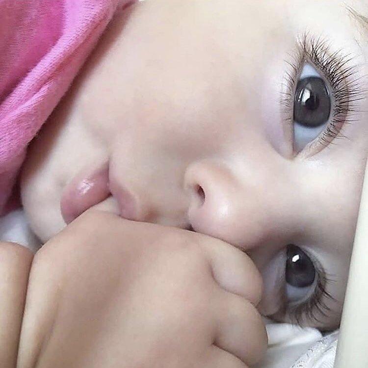 外国人の赤ちゃん集 No Twitter パッチリ二重 に 長い