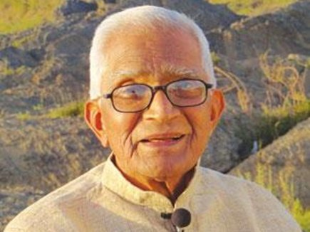 Author, Narmada Yatri Amrutlal Vegad passes away in Madhya Pradesh