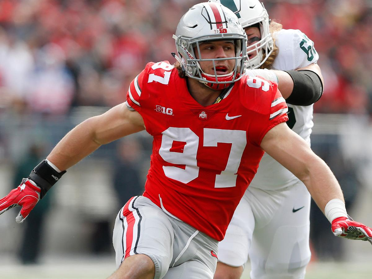 Top 11 college football defensive linemen to watch in 2018  9. Joe Jackson (@Joejackson919), @CanesFootball  5. @RashanGary33,@UMichFootball  2. Nick Bosa @nbsmallerbear(),@OhioStateFB    FULL:https://t.co/4qk7sp0taH  (via@LanceZierlein )