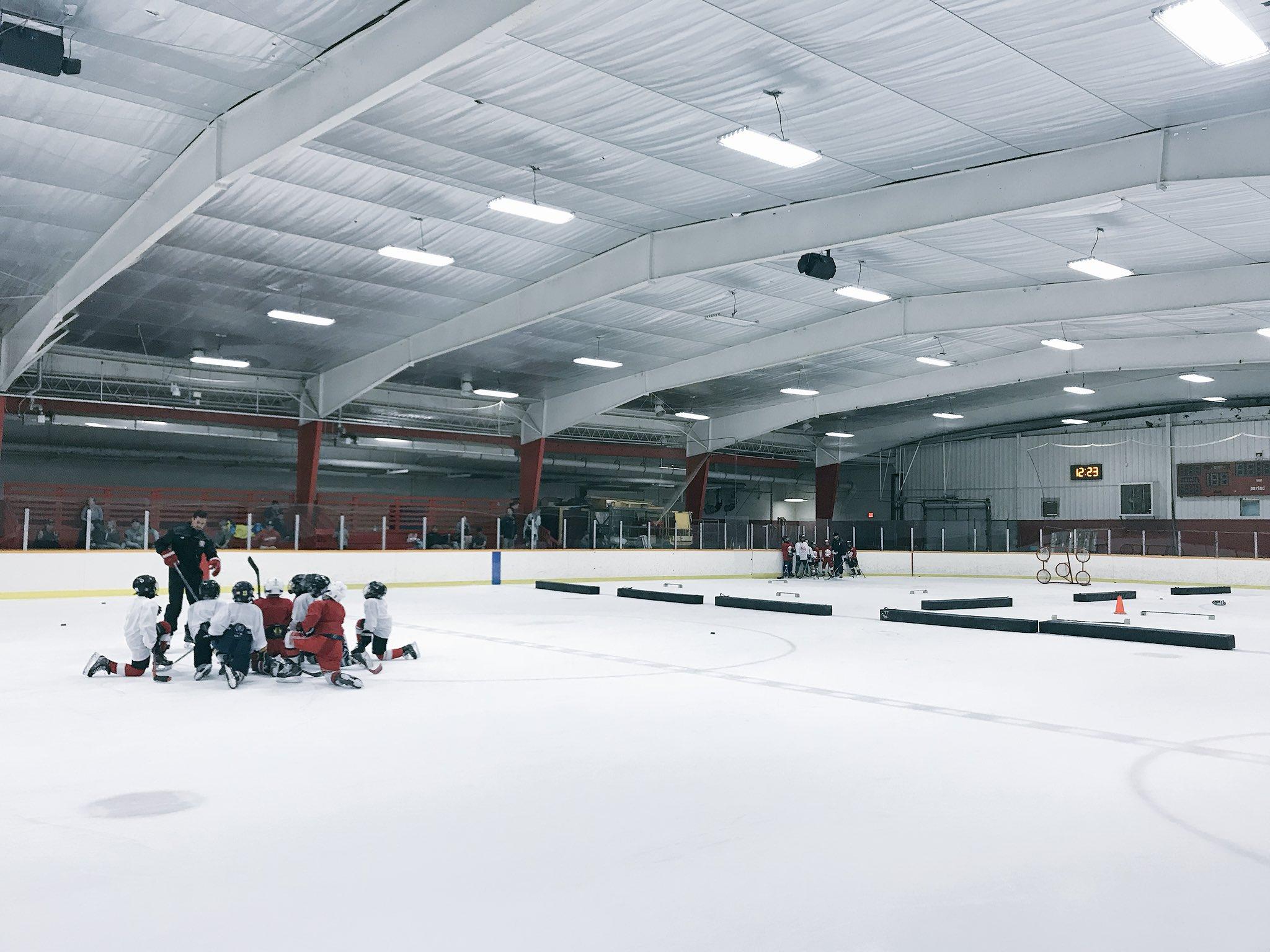 Gotta love summer hockey. #ForTheKids @LarkinHockey https://t.co/xOhKaA88FA