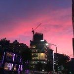 Image for the Tweet beginning: 帰り道。乃木坂駅ピンク色。