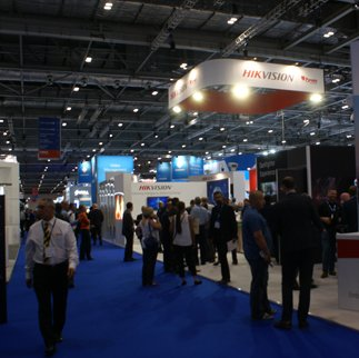 IFSEC 2018 hailed. The 2018 three-day event in London Docklands welcomed 27,000+ visitors and saw a 10pc increase in visitor density. Read more from @Profsecman: ow.ly/donk30kVZVS #IFSEC #Security