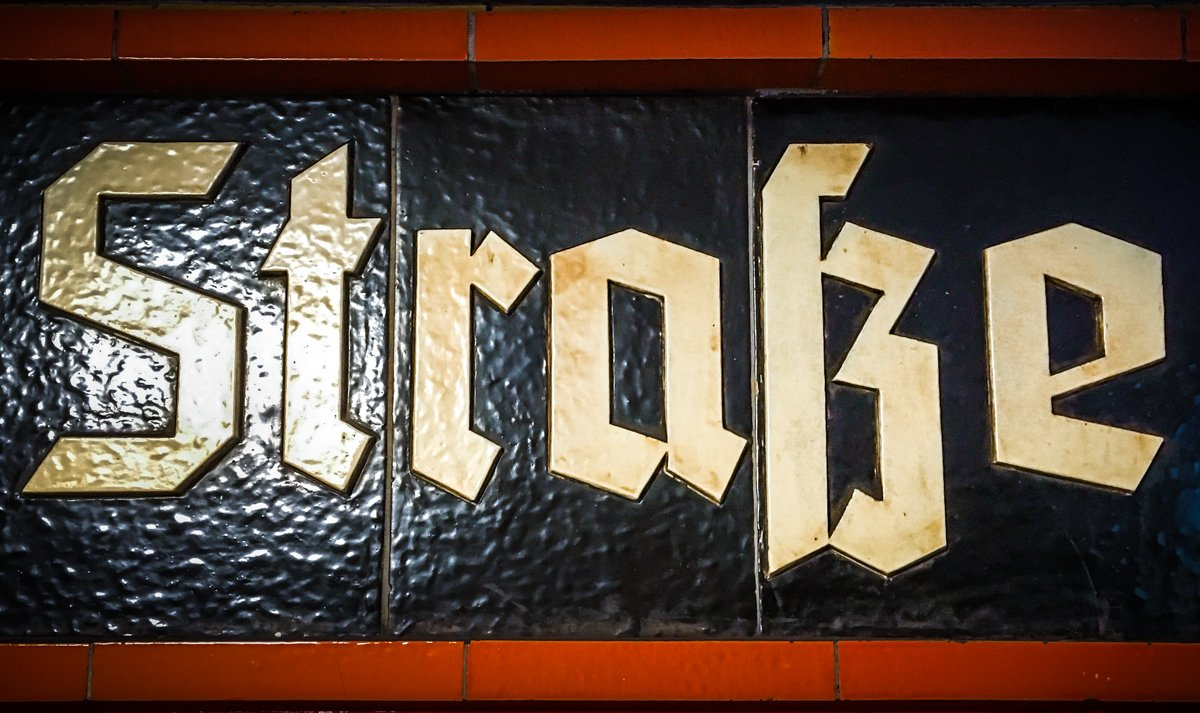 The best of #FrakturFreitag: Celebrating the Eszett. #TypeInBerlin<br>http://pic.twitter.com/rIxgsEQdNT
