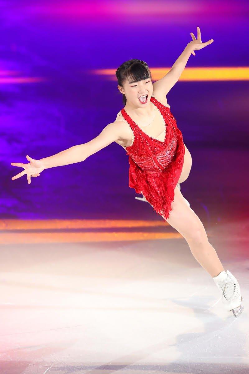 Ледовые шоу-5 - Страница 33 Dh_EQd1U0AE_S-8
