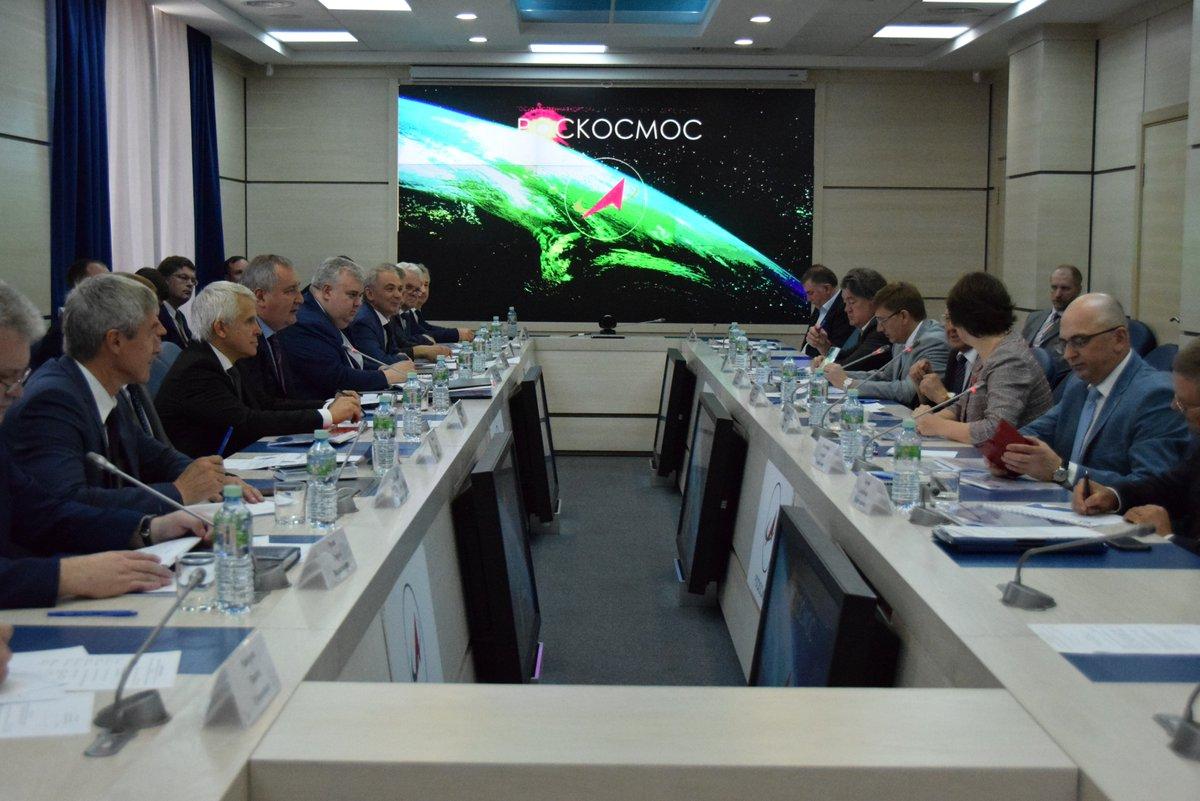 Состоялось рабочее совещание госкорпораций @roscosmos и @rosatom. Главная тема — развитие сотрудничества двух ведомств.  https://t.co/WzHKCRa7RC