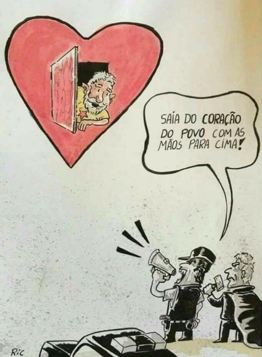 Os golpistas tem medo de Lula, sabem que o povo o quer Presidente para voltarmos a crescer com sustentabilidade e dignidade para todos. Libertar o melhor presidente da história é libertar o Brasil das mãos sujas de quem tomou o poder sem legitimidade. #LulaLivreJá  Charge do Ric.