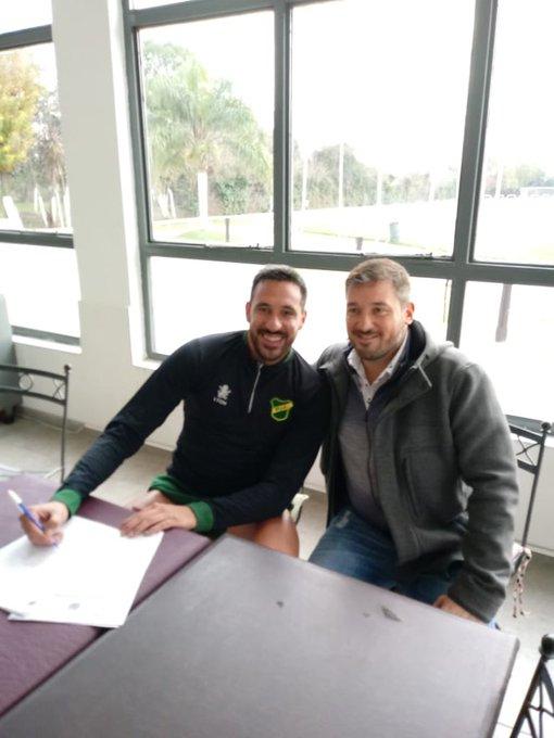 Defensa y Justicia: en estos momentos Jonás Gutiérrez está firmando su contrato en Bosques Foto