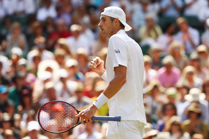 John Isner takes the 2nd set off Kevin Anderson to even the match at 1 set apiece. Isner is trying to become the 1st American man to reach a major final since Andy Roddick (2009 Wimbledon). Photo