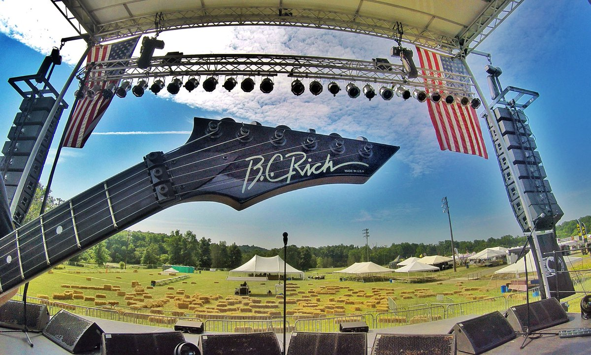 Getting ready for tonight's show here at Gettysburg Bike Week! Visit LitaFordOnline.com for more 2018 tour dates! #GettysburgBikeWeek @GburgBikeWk @OfficialBCRich
