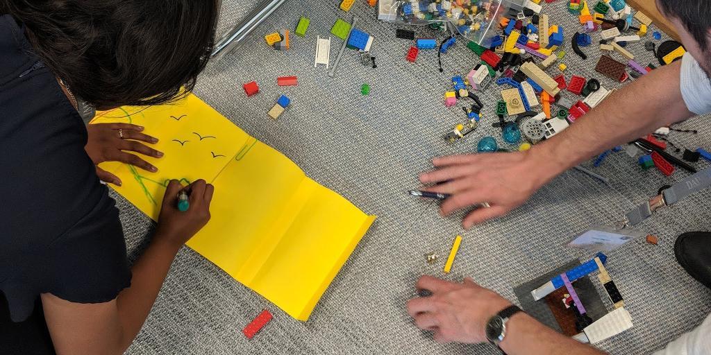 Wir waren diese Woche beim DigitalFuture Summit an der @esmtberlin und haben mit den Workshop-Teilnehmern am Fahrstuhl der Zukunft getüftelt. Unser Kurs Innovations-Studio macht übrigens auch in der Google #Zukunftswerkstatt halt → goo.gl/M8eCqw