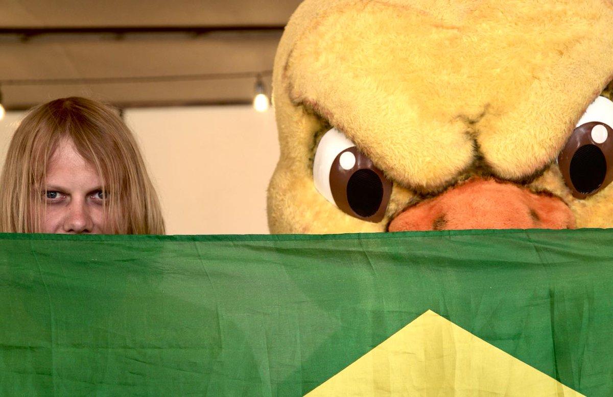 Esse encontro precisa de legenda? 😡⚽️🇧🇷  É HOJE!!! #Canarinho #Copa2018 #GigantesPorNatureza
