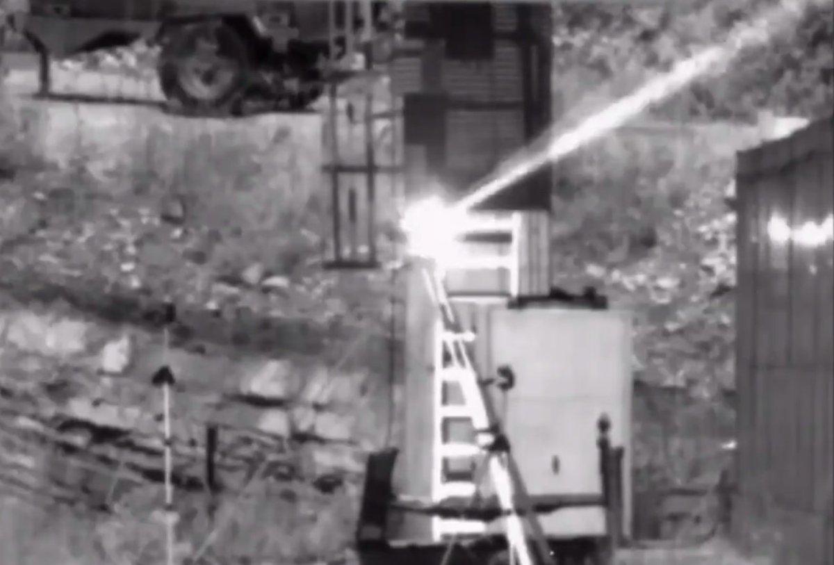 تركيا تجرّب منظومتي سلاح ليزري لتدمير أهداف ثابتة ومتحركة DhaHNX5WAAEE3R9