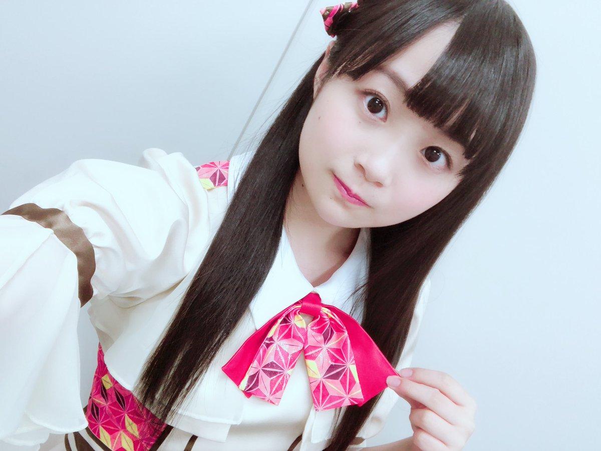 ○新衣装解禁○  和柄が折り紙みたいで可愛いし、スカートがひらひらしてて綺麗なんです  あと、私は髪型変わってないけど、髪飾りがふたつになりました✌︎  早く新衣装見てほしいです! #恋謎 #京都ホームズ #A応P
