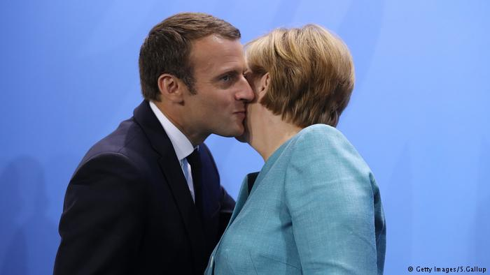Dating Kiss Hello