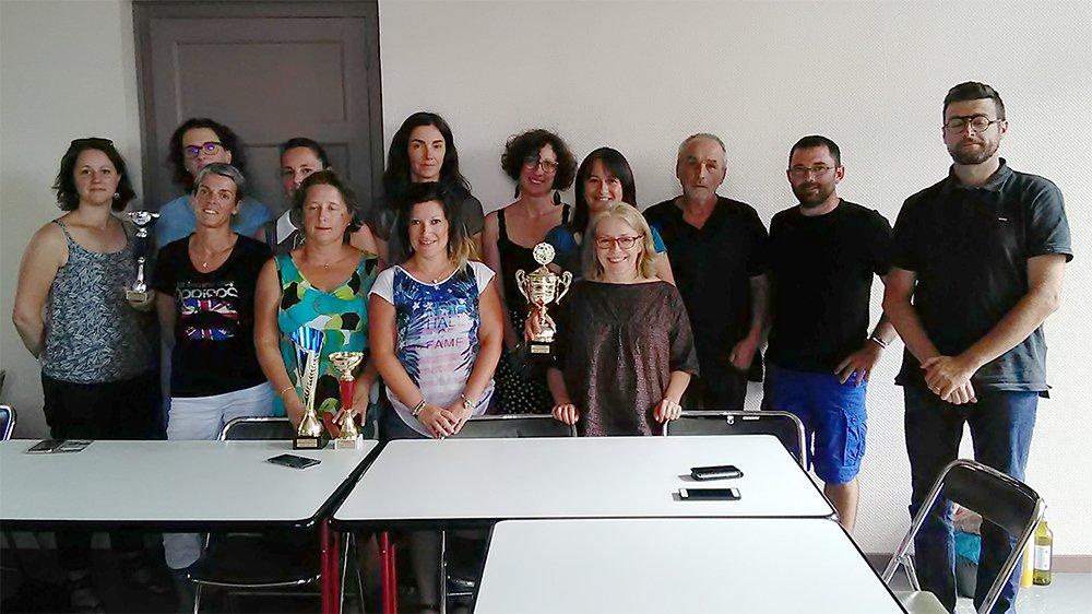 Hautes-Pyrénées   L'heure était à la remise des trophées pour le Championnat et la Coupe de #volley #UFOLEP des Hautes-Pyrénées. Avec un doublé pour l'équipe féminine de #Soues @UFOLEP http://www.pyreneesinfotarbes.fr/soues-remporte-la-competition-de-volley-ufolep-linfo-des-hautes-pyrenees/…pic.twitter.com/Z0VW9rsgp2