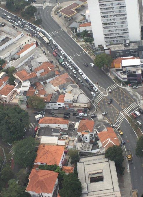 Acidente fecha a faixa da direita no início da Rua Senna Madureira, sentido Ibirapuera. @jornaldacbn #SextaNaCBN Foto