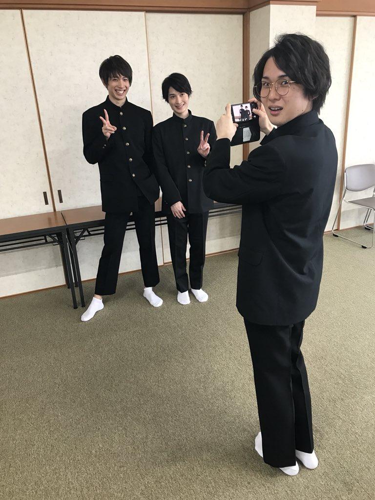 ミュージカル『刀剣乱舞』 〜結びの響、始まりの音〜 DVD&Blu-ray 特典映像『刀剣男士  歴史まなび隊』in 函館  1年生、2年生、3年生。  さて、  だれが何年生でしょうか??  1人だけ生徒会長がいます。